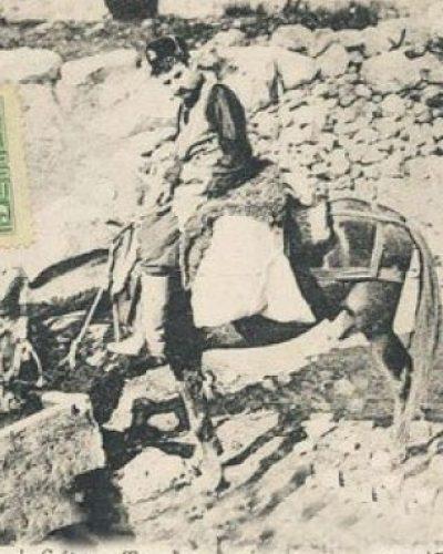 Γιατί οι πρώτοι ταχυδρόμοι στην Αθήνα έκαιγαν τις επιστολές όταν δεν έβρισκαν τον παραλήπτη. Πώς γινόταν η διανομή και σε ποιες πόλεις λειτούργησαν τα πρώτα ταχυδρομεία. Ο ρόλος του Καποδίστρια