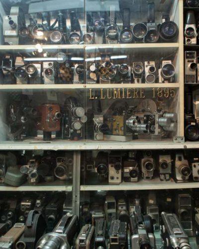 Στη μαγική και άγνωστη συλλογή κινηματογραφικών μηχανών του Δημήτρη Πιστιόλα
