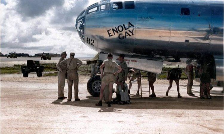 «Θεέ μου πόσους σκοτώσαμε μόλις τώρα». Το ανατριχιαστικό ημερολόγιο με την ρίψη της πρώτης ατομικής βόμβας στην Χιροσίμα. Ποια ήταν η Enola Gay που «βάφτισε» το βομβαρδιστικό