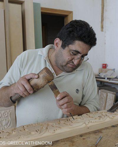 Τρίπολη – Δίνει ζωή στο ξύλο