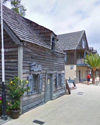 Κι όμως, Ελληνας δημιούργησε το πρώτο ξύλινο σπίτι – σχολείο των ΗΠΑ