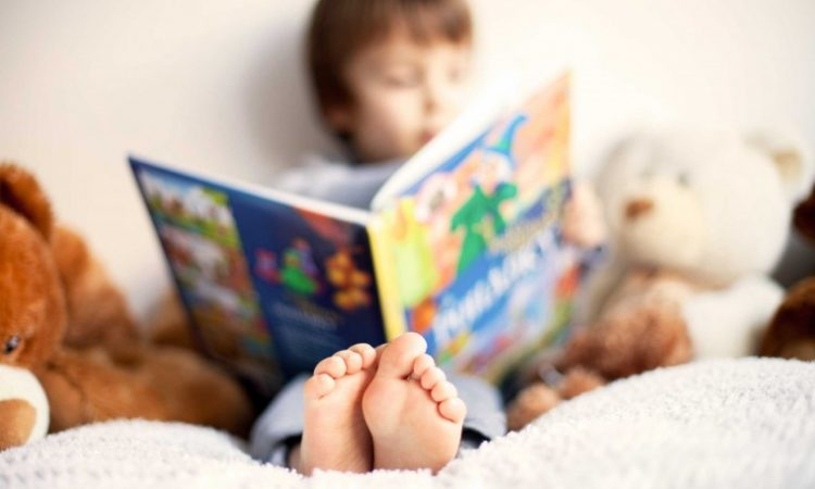 Γονείς, μη πανικοβάλλεστε! Δεν χρειάζεται το 5χρονο παιδί σας να ξέρει ανάγνωση και αυτός είναι ο λόγος!