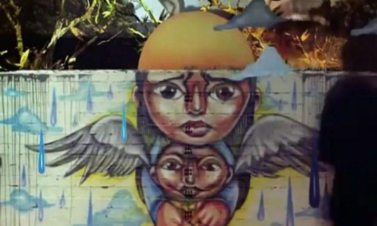 Το τραγούδι – κραυγή της Λατινικής Αμερικής. Μια διαμαρτυρία για τον ιμπεριαλισμό και την εκμετάλλευση με αναφορές στον Μάρκες και τον Μαραντόνα