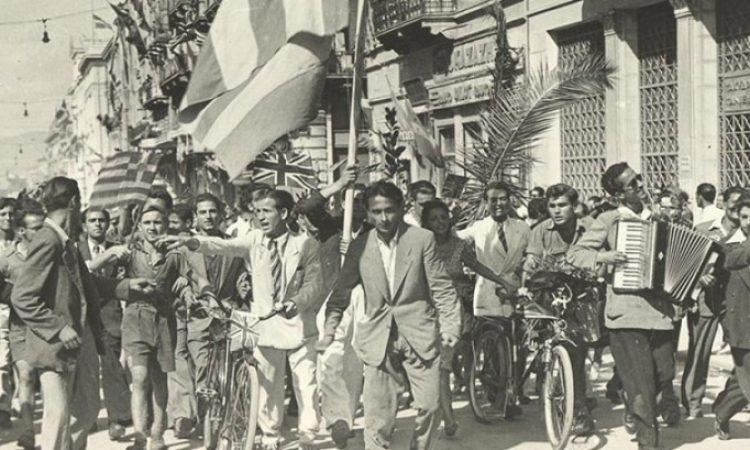Η συγκλονιστική στιγμή που ο εκφωνητής αναγγέλλει ότι η Αθήνα είναι ελεύθερη από τους Γερμανούς! Ο ιστορικός λόγος της απελευθέρωσης του Γεωργίου Παπανδρέου (ντοκουμέντο)